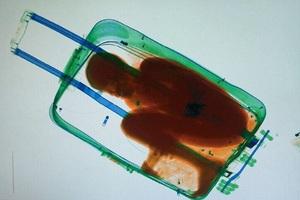 Έκρυψαν 8χρονο μετανάστη μέσα σε… βαλίτσα!
