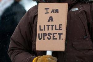 Διαδηλωτές με ισχυρά μηνύματα