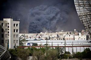 Χούτι εξαπέλυσαν πυραύλους σε δεξαμενές διυλιστηρίου