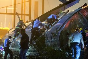 Σκηνές πανικού στη Φιλαδέλφεια μετά τον εκτροχιασμό τρένου με πέντε νεκρούς