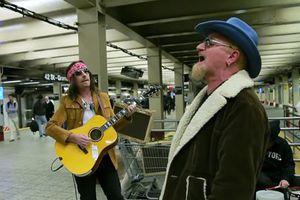 Συναυλία-έκπληξη των U2 στο μετρό της Νέας Υόρκης