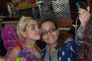 Η Miley Cyrus με… κουλή αμφίεση