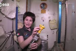 Στα άδυτα μιας τουαλέτας σε διαστημικό σταθμό