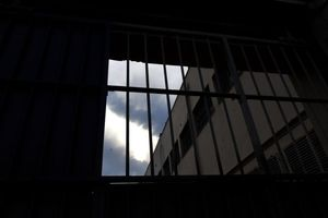 Νεαροί κρατούμενοι στα αμφιθέατρα των πανεπιστημίων