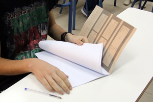 Μαθητής ζητά αποζημίωση 2.500 ευρώ για κινητό που έχασε στις πανελλήνιες!