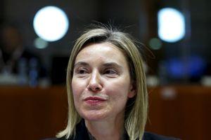Έπαινοι Μογκερίνι σε Κοτζιά για τη συμφωνία με την ΠΓΔΜ