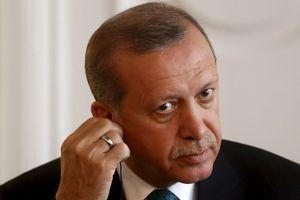 «Το πρωθυπουργικό γραφείο ήταν γεμάτο κατσαρίδες»