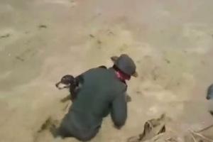 Συγκλονιστικό βίντεο διάσωσης σκύλου μέσα από ορμητικά νερά!