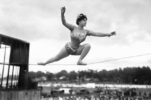 Εργαζόμενοι σε τσίρκο από το ασπρόμαυρο παρελθόν