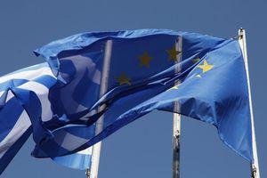 FT: Η ευρωζώνη κατέληξε σε μια «ιστορική» συμφωνία για το χρέος της Ελλάδας