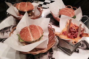 Για ζουμερά burgers στο ιστορικό κέντρο της Αθήνας