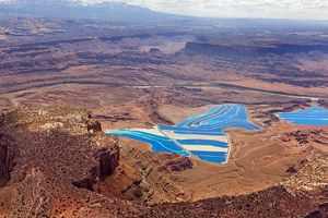 Το παράξενο και εντυπωσιακό μπλε σκηνικό στην έρημο της Γιούτα
