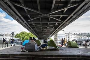 Εκκενώνουν καταυλισμούς μεταναστών