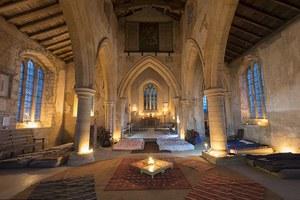 Πώς είναι η διαμονή μέσα σε εκκλησίες;