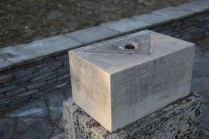 Εικόνες από τον βανδαλισμό μαρμάρινης στήλης στο Ηρώδειο