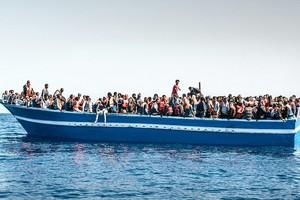 «Εκατοντάδες χιλιάδες» θέλουν να περάσουν από τη Λιβύη στην Ευρώπη