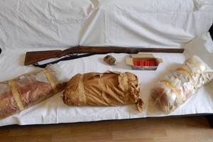 Αγρότης με 24 κιλά εκρηκτικά, χειροβομβίδα και όπλα