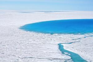 Λύθηκε το μυστήριο με τις λίμνες της Γροιλανδίας