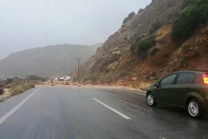 Με εκρηκτικά αντιμετωπίζονται οι κατολισθήσεις στο δρόμο από τα Καλάβρυτα προς την Κορίνθου-Πατρών