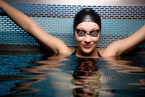 Γιατί δεν πρέπει να «ανακουφιζόμαστε» στην πισίνα