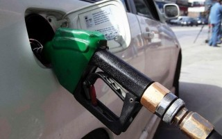 Λήστευαν πρατήρια καυσίμων στο Γαλάτσι με την απειλή όπλου