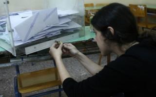 Δημοσκόπος αποκαλύπτει τον γρίφο που θα βγάλει μπροστά ΣΥΡΙΖΑ ή ΝΔ