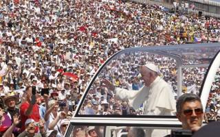 Σε ρυθμούς... παπαροκάδων κινείται ο Πάπας Φραγκίσκος