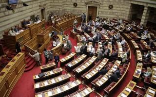 Με τις ψήφους ΣΥΡΙΖΑ, Ποταμιού και ΠΑΣΟΚ «περνάει» το νομοσχέδιο για την ιθαγένεια