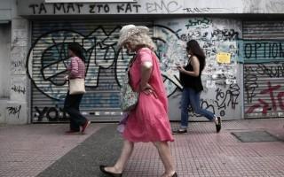 Η Ελλάδα «στεγνώνει», η Ευρώπη κερδίζει από τη μαζική φυγή στο εξωτερικό