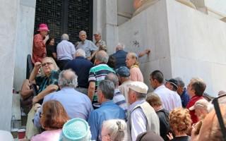 Αφήνουν με 17,14 ευρώ την ημέρα τους συνταξιούχους
