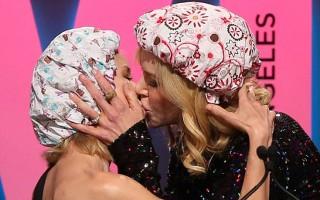 Το φιλί στο στόμα της Νικόλ Κίντμαν σε συνάδελφό της