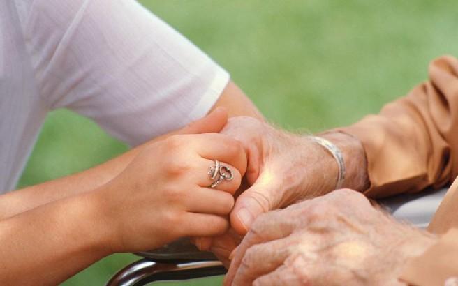 Ιδρύονται νέες δομές στήριξης και φροντίδας ατόμων με άνοια