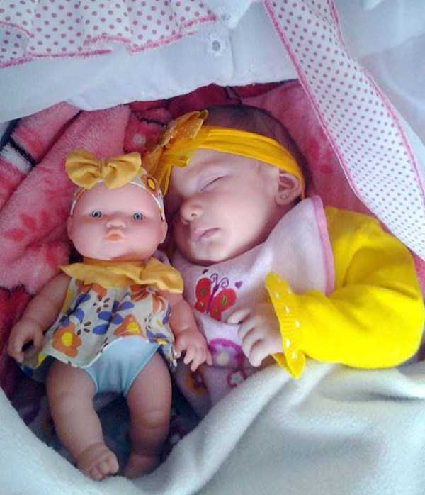 babies-and-their-look-alike-dolls-10