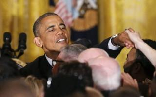 Τρανσέξουαλ προκάλεσε τον εκνευρισμό του Ομπάμα