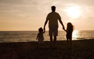 Όσα πρέπει να γνωρίζετε πριν βγείτε με κάποιον που έχει παιδί