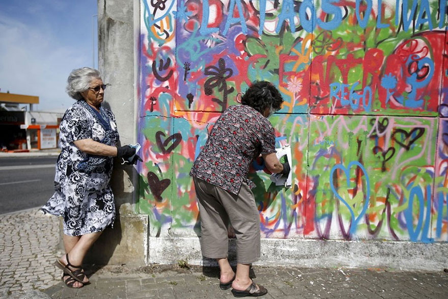 elderly-paint-graffiti-lisbon-lata-65-7