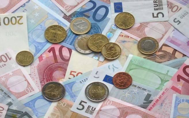 «Μυθεύματα» τα περί εισφοράς 100 ευρώ από ελεύθερους επαγγελματίες