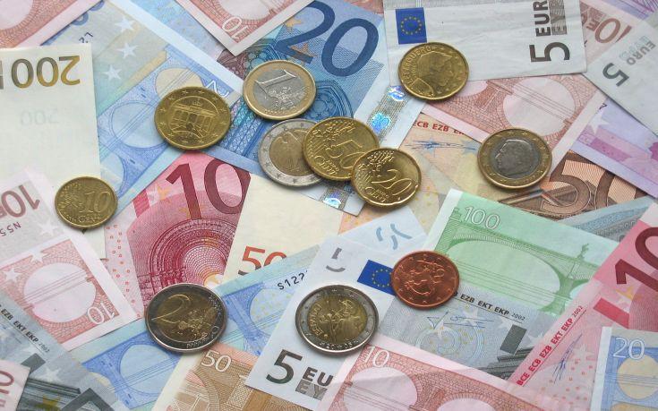 Κορονοϊός: Τα χαρτονομίσματα του ευρώ μολύνονται ευκολότερα από τα κέρματα 1