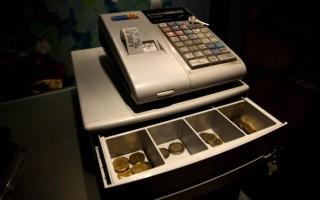 Πότε μπορεί η εφορία να κατασχέσει τις εισπράξεις απευθείας από την ταμειακή μηχανή