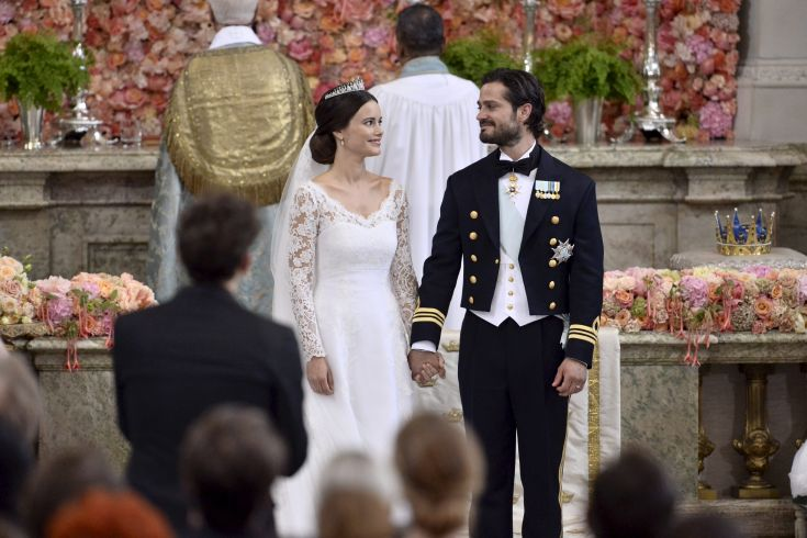 Swedish Prince Carl Philip and Sofia Hellqvist are pictured during their wedding in the Royal Chapel in Stockholm, Sweden, June 13, 2015. REUTERS/Claudio Bresciani/TT News Agency ATTENTION EDITORS - THIS IMAGE WAS PROVIDED BY A THIRD PARTY. THIS PICTURE IS DISTRIBUTED EXACTLY AS RECEIVED BY REUTERS, AS A SERVICE TO CLIENTS. SWEDEN OUT. NO COMMERCIAL OR EDITORIAL SALES IN SWEDEN.