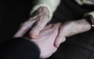 Υπογράφηκε η σύμβαση για τη «Βοήθεια στο Σπίτι»
