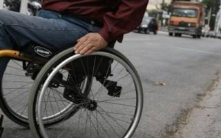 Τροχαίο με επαίτη σε αναπηρικό καροτσάκι