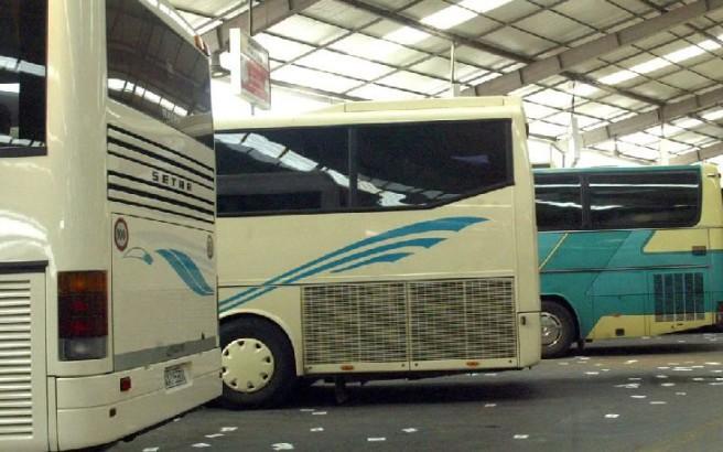 Οδηγός ΚΤΕΛ παράτησε τους επιβάτες μέσα στο λεωφορείο και έφυγε