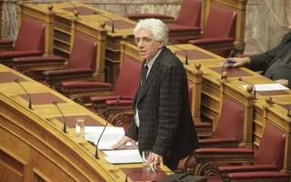 Παρασκευόπουλος: Θα απαγορεύεται η υιοθεσία από ομόφυλα ζευγάρια
