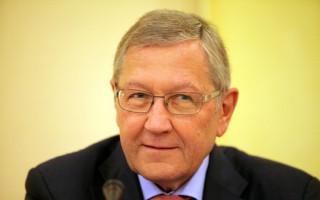 Ρέγκλινγκ: Είμαι με το μέρος του Σόιμπλε για το ελληνικό χρέος