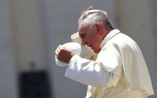 Γιατί ο Πάπας υποβάλλεται σε θεραπεία