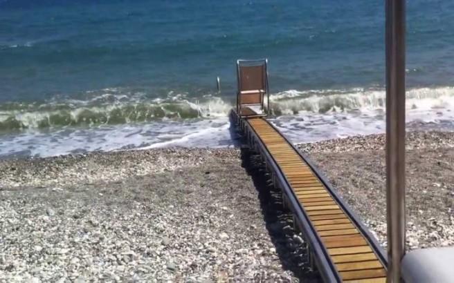 Ράμπες κολύμβησης για ΑμεΑ σε 17 παραλίες της Αττικής