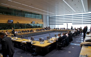Spiegel: Οι υπουργοί Οικονομικών καθυστερούν τη βοήθεια προς την Ελλάδα