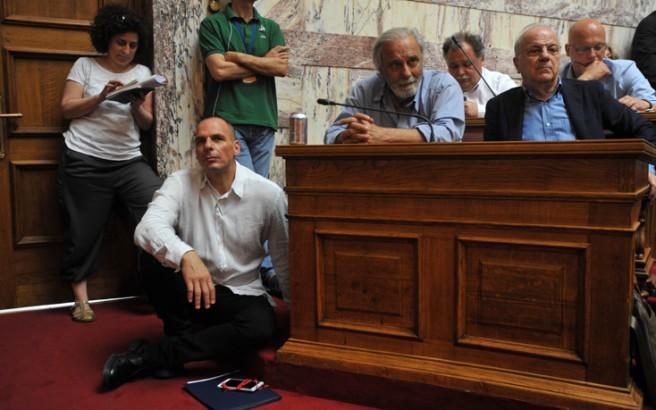 Οι «Ενήλικες στο δωμάτιο» με Βαρουφάκη και Τσίπρα έβαλαν «φωτιά» στο πολιτικό σκηνικό
