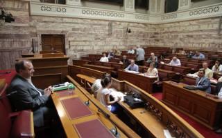 Σφοδρή κριτική Λεουτσάκου στους βουλευτές της ΝΔ